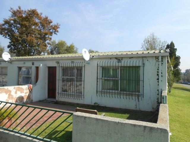 Standard Bank Repossessed 2 Bedroom Sectional Title on online auction in Bloubosrand - MR49483