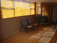 Lounges - 60 square meters of property in Elarduspark