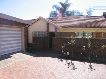 3 Bedroom House For Sale in Garsfontein - Home Sell - MR52118