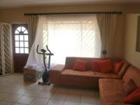 Lounges - 8 square meters of property in Mondeor