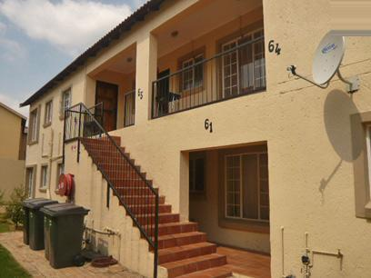 2 Bedroom Simplex For Sale in Wilgeheuwel  - Private Sale - MR52332