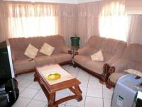 Lounges - 14 square meters of property in Chantelle