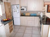 Kitchen - 23 square meters of property in The Reeds
