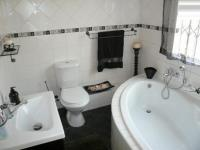 Main Bathroom - 8 square meters of property in The Reeds