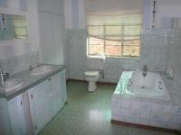 Bathroom 3+ - 52 square meters of property in Les Marais