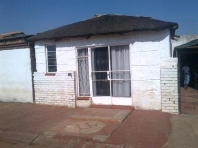 Standard Bank Repossessed 2 Bedroom House for Sale on online auction in Thokoza - MR54527