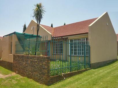 2 Bedroom Simplex for Sale and to Rent For Sale in Kempton Park - Home Sell - MR55296