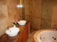 Main Bathroom - 13 square meters of property in Stone Ridge Country Estate