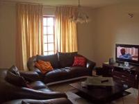 Lounges - 13 square meters of property in Glenmarais (Glen Marais)