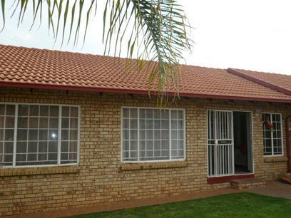 2 Bedroom Simplex For Sale in Highveld - Home Sell - MR57296