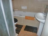 Main Bathroom - 2 square meters of property in Carlswold A.H.