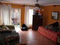 Lounges - 12 square meters of property in Eldoraigne