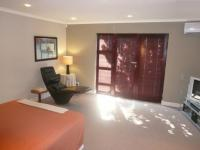 Main Bedroom - 35 square meters of property in Edgemead