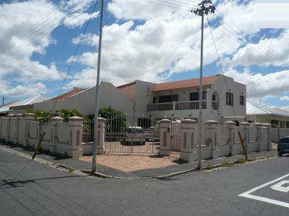 6 Bedroom House For Sale in Wynberg - CPT - Private Sale - MR59292