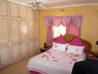 Bed Room 1 - 20 square meters of property in Wynberg - CPT