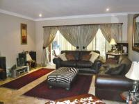 Lounges - 14 square meters of property in The Wilds Estate