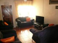 Lounges - 12 square meters of property in Claremont