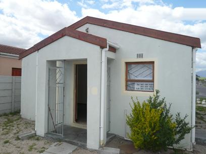 FNB Repossessed 2 Bedroom House for Sale For Sale in Eerste Rivier - MR61368