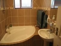 Bathroom 1 - 2 square meters of property in Meyerton