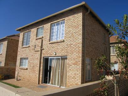 3 Bedroom Simplex for Sale For Sale in Heuweloord - Home Sell - MR62126