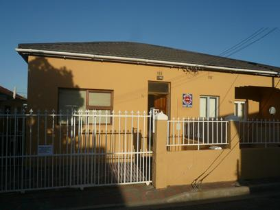2 Bedroom House for Sale For Sale in Athlone - CPT - Private Sale - MR63460
