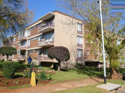 Standard Bank Repossessed 2 Bedroom Simplex for Sale on online auction in Roodepoort - MR64448