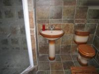 Main Bathroom - 6 square meters of property in The Reeds