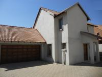 3 Bedroom 2 Bathroom in Kosmosdal