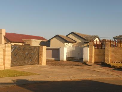 Standard Bank Repossessed 3 Bedroom House For Sale in Protea Glen - MR68459