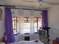 Bed Room 1 - 14 square meters of property in Queensburgh