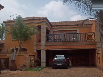 3 Bedroom Cluster For Sale in Dal Fouche - Private Sale - MR70442