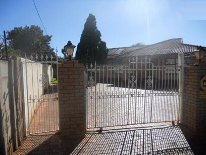 Standard Bank Repossessed 3 Bedroom House for Sale For Sale in Lenasia - MR71466