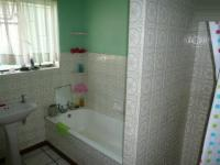 Main Bathroom - 5 square meters of property in Belmont Park