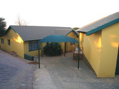 4 Bedroom House for Sale For Sale in Heuweloord - Private Sale - MR72120