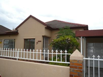 Standard Bank Repossessed 2 Bedroom House For Sale in Claremont (CPT) - MR72451
