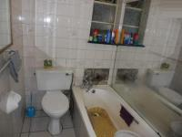 Bathroom 1 - 3 square meters of property in South Hills