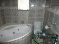 Bathroom 1 - 2 square meters of property in Parrow Valley