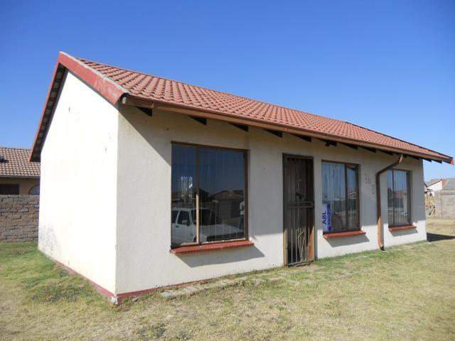 Standard Bank Repossessed 3 Bedroom House on online auction in Klippoortjie AH - MR73458