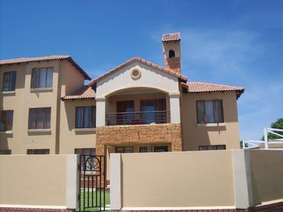 2 Bedroom Cluster For Sale in Midrand - Private Sale - MR75441
