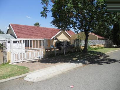 Standard Bank Repossessed 4 Bedroom House for Sale For Sale in Birchleigh North - MR75539