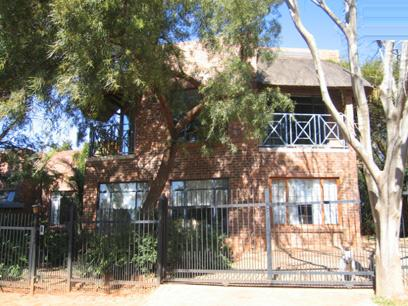 4 Bedroom House for Sale For Sale in Garsfontein - Home Sell - MR76127