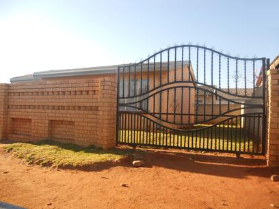 Standard Bank Repossessed 2 Bedroom House for Sale on online auction in Roodekop - MR76450