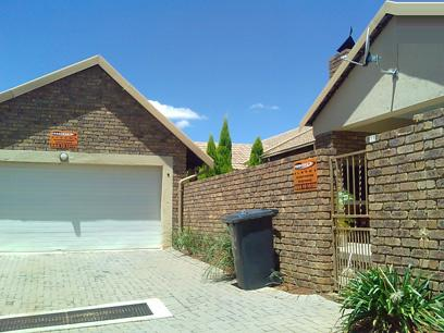 Standard Bank Repossessed House for Sale For Sale in Rooihuiskraal - MR77452