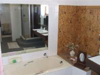 Bathroom 1 - 21 square meters of property in Knysna