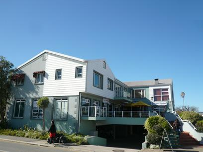 Standard Bank Repossessed 4 Bedroom Simplex for Sale For Sale in Knysna - MR78459