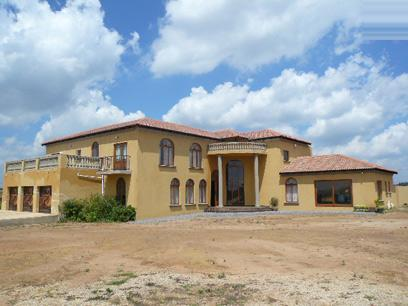 7 Bedroom House for Sale For Sale in Grootfontein - Private Sale - MR80443
