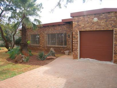 3 Bedroom House For Sale in Garsfontein - Private Sale - MR81130