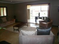 Lounges - 29 square meters of property in Heatherdale