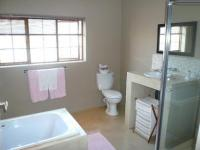 Bathroom 1 - 16 square meters of property in Heatherdale