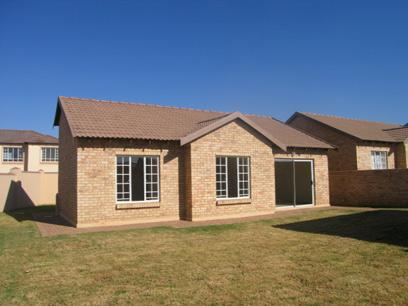 3 Bedroom Simplex for Sale For Sale in Heuweloord - Home Sell - MR84136